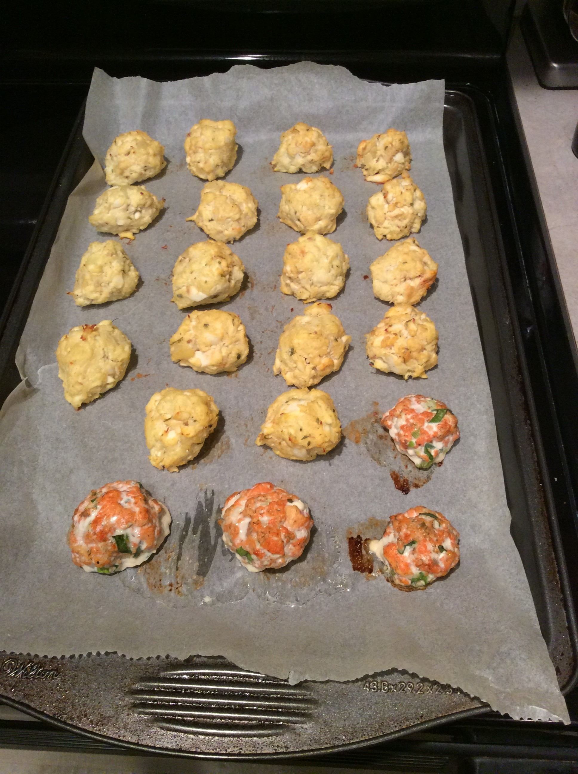 Fish balls on tray after baking